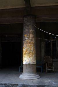 白鸽楼入口柱标语:斗私批修 (拍摄:nenva / 2007年3月)