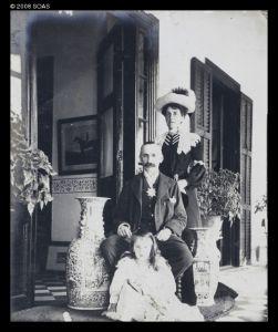 J.C.Oswald一家(来源:http://www.vcea.net/Digital_Library/Images_en.php?ID=22703)