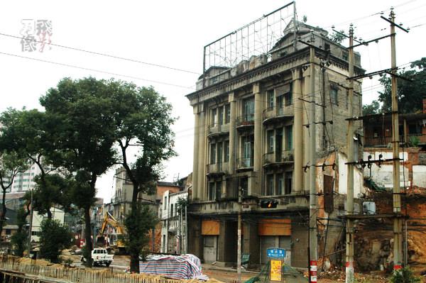拆迁前的邮政储金局。拍摄于2005年12月10日。拍摄(小飞刀)