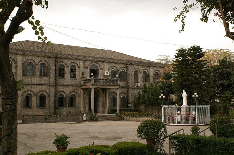 2007年3月4日,泛船埔天主堂神父楼,宁静的内院(拍摄:nenva)