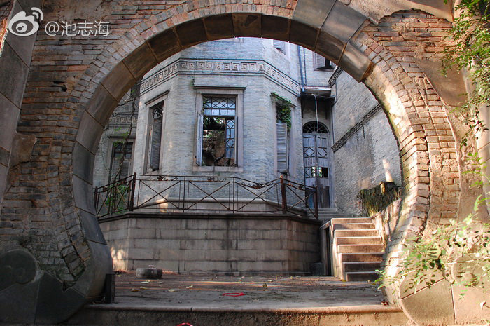 院子里的拱门(拍摄:池志海)