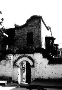 木阳台挂在风火墙外(拍摄:小飞刀)