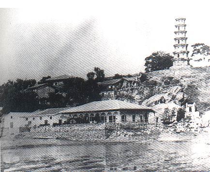 1870年前后的罗星塔和码头