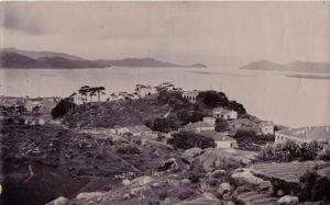1840年从山上拍下的伯牙潭海关一览照片,远远对面峡谷就是现在乌龙江大桥处