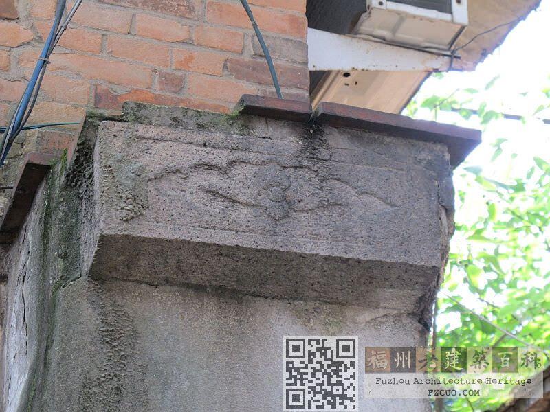 另一侧残留柱头的图案(拍摄:nenva,2012年5月)