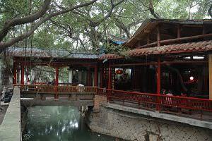 古桥与桥头临水阁(小飞刀摄于2011年11月)