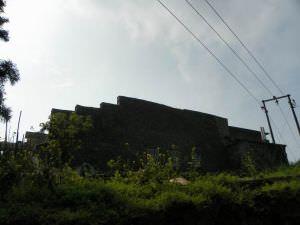 山牆,可见后部被填补的痕迹