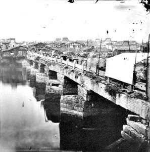 百年前的万寿桥,约翰·汤姆逊摄