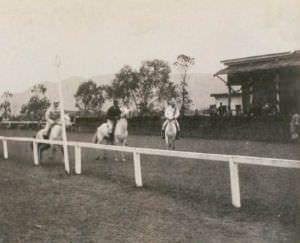 1890年的一场赛马 来自布里斯托大学