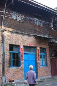 卓氏大厝位于亭下路的入口(拍摄:李文墨,2012年5月)