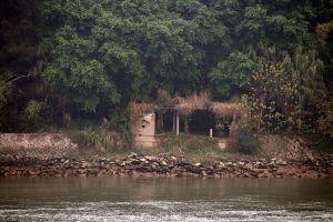 岛西南侧的渡口。入口处有两尊青石狮(拍摄:nenva,2008年2月)