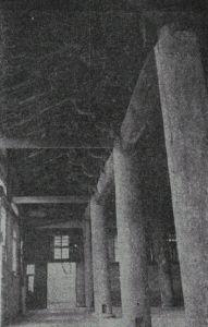 华林寺大殿扩出开间,五代和清代构建分开,注意左面墙上的窗户及其透入的光线,此时副阶周匝已毁