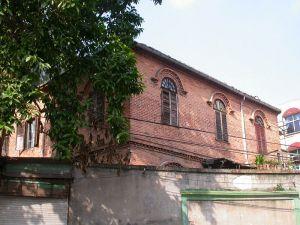 2005年建筑北立面,可见院落内高大的玉兰树(来源:福州市区优秀近现代建筑保护规划)