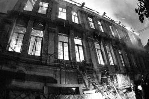 2003年1月遭火焚的天祥洋行办公楼(来源:海峡都市报)