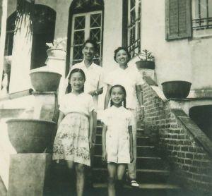 刘含怀夫妇与女儿在公园路31号留影(来源:《刘含怀家族画册选》,http://blog.sina.com.cn/s/blog_5403af370100zd55.html)