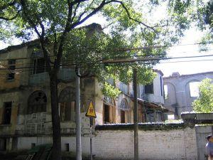 2004年9月,拆除中的清庐(来源:刘含怀先生家人提供)