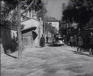 1959年上映的《地下航线》中拍摄的公园路北端,路顶端即为白鸽楼