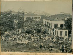 1897年,为庆祝维多利亚女王登基60周年(钻禧年)张灯结彩的乐群楼(来源:高楼迷网站)