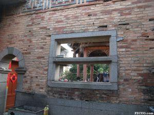 颐园一进围墙窗棂,用粉彩瓷瓶作栏杆,现已不存(来源:nenva摄于2015年2月)