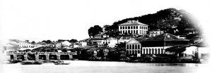 莫理循照片集中的本建筑(最高者),约摄于1870年代,当时附近大树尚未长成(来源:《东洋文库》藏莫理循照片集)