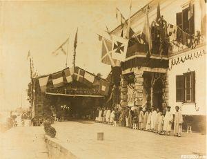 1880-1890年代,同兴(Tung Hing)照相馆拍摄的闽海关验货厂(来源:苏富比拍卖网站)