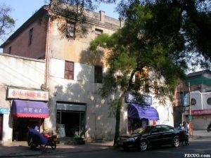 2005年左右拍摄的快活林西餐厅西、北侧立面,其临街立面应经过改建(来源:《福州市区优秀近现代建筑保护规划》)