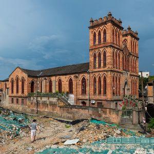 周围拆除露出来的苍霞基督教堂(拍摄:池志海/2016.5)