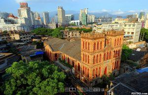 周围拆迁前的苍霞基督堂(拍摄:池志海/2014.9)