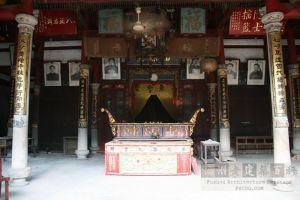 永盛梁氏宗祠大厅(从南到北)(来源:严可清摄于2008年10月)