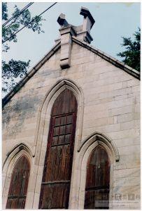 石厝教堂西立面,可见文革期间被毁的八角形钟塔(来源:陈晖摄于1998年)